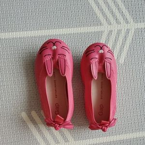 New gap dress shoes cat front size 6 pink